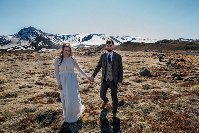 Mountain-backdrop-wedding-Iceland